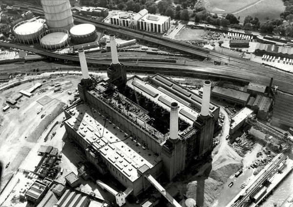 Aerial view of Battersea Power Station in 1988