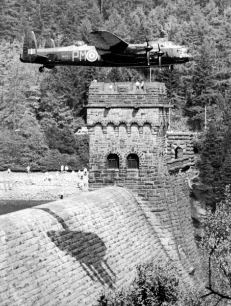 Lancaster over Derwent Dam Ladybower reservoir for the RAF anniversary in 1988 - Dambusters