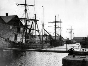 town country/sailing ships runcorn dock cheshire 1934